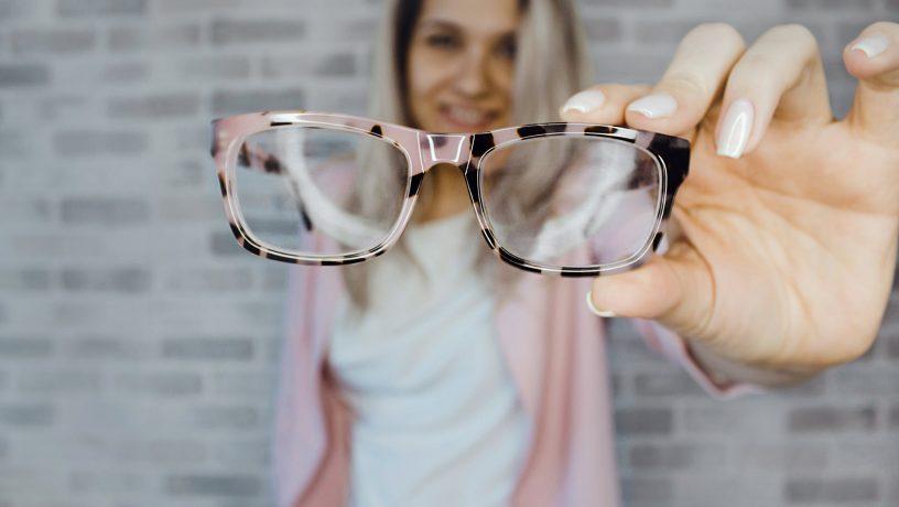 4c7b52c078 Βρες τα κατάλληλα γυαλιά οράσεως ανάλογα το σχήμα προσώπου σου ...